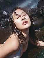 Sensual asian beauty Haruna Yabuki seduces in her skimpy bikini