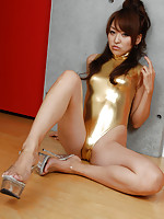 Steamy gravure idol with a perfect body in a gold swim suit