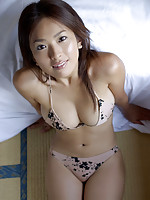 This busty gravure idol babe seduces in her little skimpy bikini