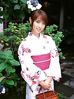 Beautiful gravure idol goddess melts your heart in her kimono