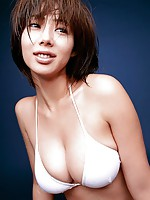 Short haired gravure babe poses her sexy body in a white bikini