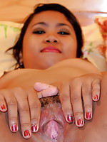 Filipina girl Katrina showing off her juicy pink pussy