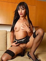 Thai babe Sherri spreading
