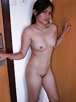 19 year old amateur Mae poses naked for us to make some cash