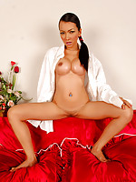Thai babe Mintra showing it all