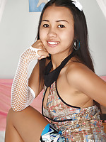 Sweet Asian teen Joon Mali ready to go on her first date