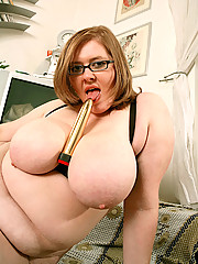 Nerdy fatty flicks her bean by the computer