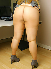 Plumper in tan pantyhose masturbating in office