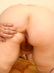 Plump auntie shows her wet furry beaver on camera