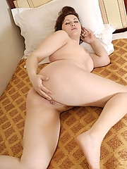 Irresistible fatty massages her pink with a dildo