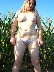 Cute college fatty flashes pussy at corn field