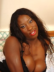Ebony Melvina Raquel shows her sweet wet cunt