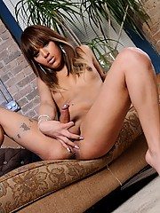 Hot & sexy Nicole Starr posing her sweet ass and dick