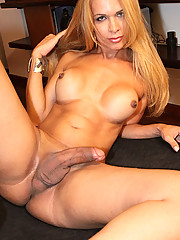 Hot Brazilian Tranny with a killer body!