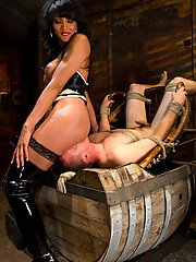 Ts_Yasmin Lee ass n throat fucks bound straight guy, dumping her cum in his mouth. She fucks him ruthlessly in bondage, denials him every orgasm.