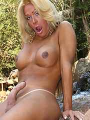 Hot curvy blonde strips off outside and plays with herself!
