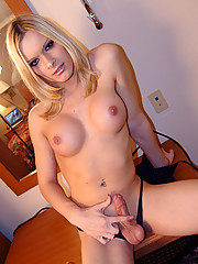 Athletic blonde bombshell Chastity shows all in bed