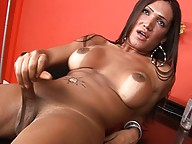 Transsexual Mariam Masturbating