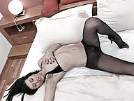 Sexy tranny in pantyhose and heels has some fun