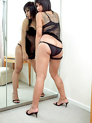 Horny t-girl Eye showers a mirror with love juices