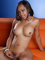 Chocolate hotness Sexxxy Jade posing her beautiful body