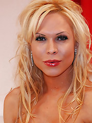 Hot sexy blonde Latin Tranny!