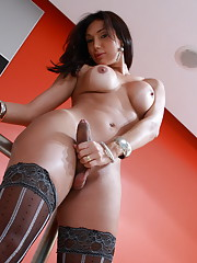 Super hot Isabelly posing in tempting stockings