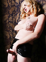 Smoking hot tgirl Juliette stripping seductively