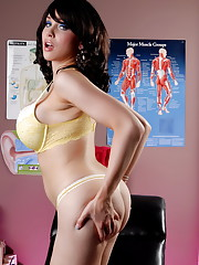Big titted Sarina Valentina posing at the doctor