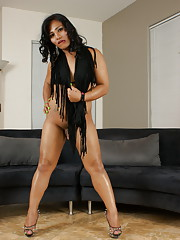 Stunning transsexual Pandora stripping and posing