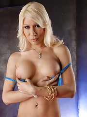 Blonde hottie Victoria Di Prada stripping and posing