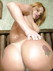 Pretty blonde shemale whip creams her nipples