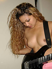 Picture collection of a hot amateur Filipina rocker
