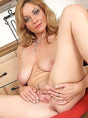 Milf Spreading