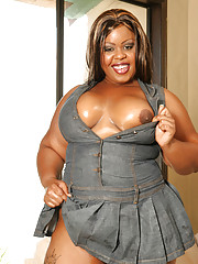 Pleasure Unique is a BBBW, Big Beautiful Black Woman and with a cock up her well lubed asshole she looks hotter than any stick-figure thin white bitch you ever saw in a fuck film. Lookit that azz shak