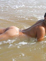nice tanlines on this cute ass on the beach