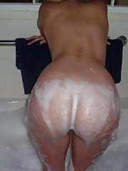 cocksucking girl in the bath