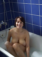 Pictures of a busty MILF posing naked in the bath