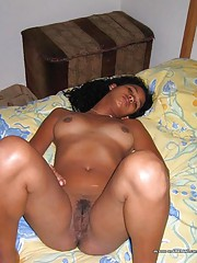Dark Latina GF exposing her naked body