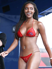 Hot ebony bombshell looking hot in a swimsuit