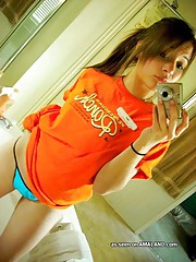 Picture gallery of a hot chick selfshooting