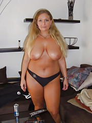 Photo gallery of a naughty pretty amateur BBW