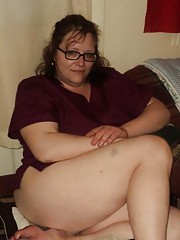 Photo gallery of an amateur chunky GF showing her fat ass