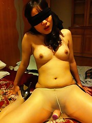 Blindfolded horny Asian GF in kinky amateur porn pics