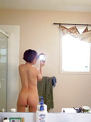 Picture collection of an amateur naked Chinese babe selfshooting