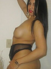 Amateur Mexican girlfriend showing off her naked sexy body